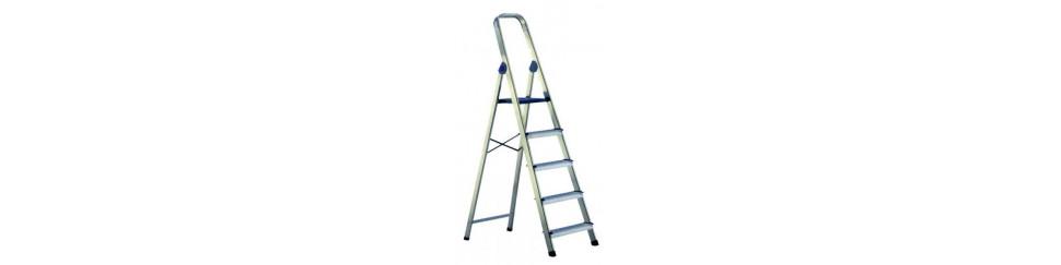 escaleras y taburetes